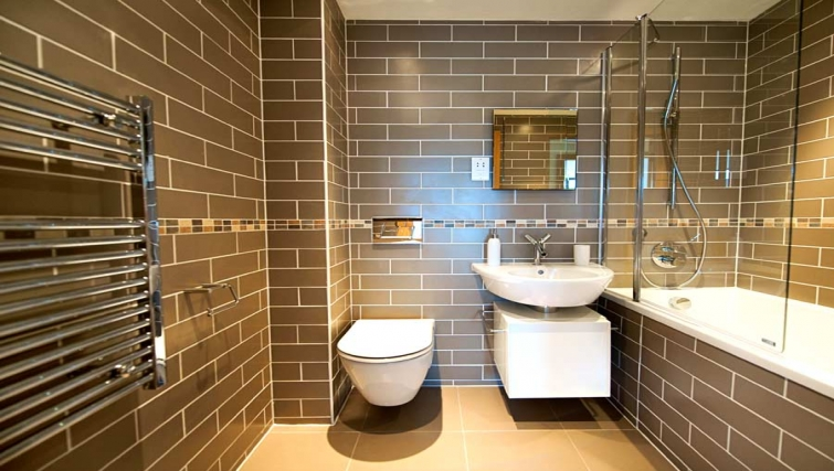 Gorgeous bathroom in Lever Court Apartments - Citybase Apartments