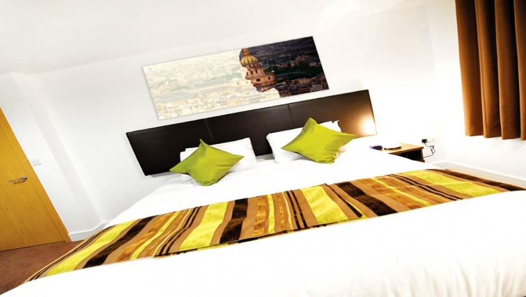 Colourful bedroom at Lever Court Apartments - Citybase Apartments