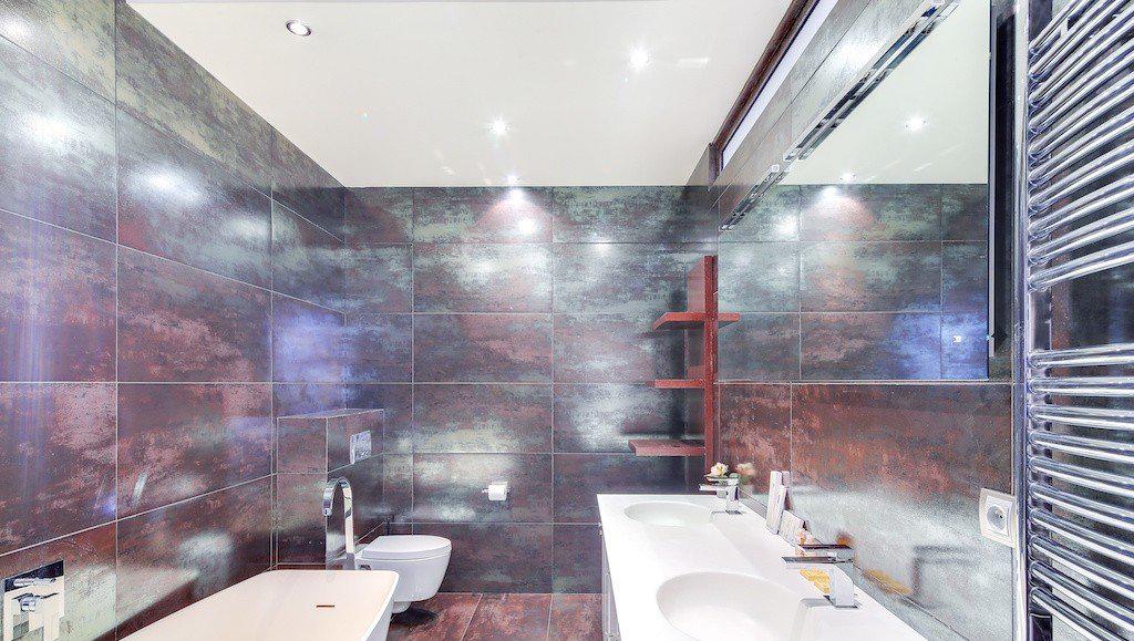 Spacious bathroom at Montaigne Apartments - Citybase Apartments