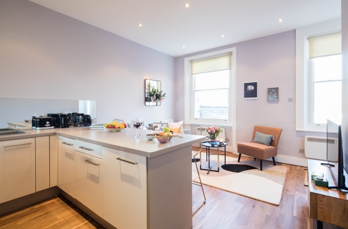 Bright lounge at Notting Hill Serviced Apartments - Citybase Apartments