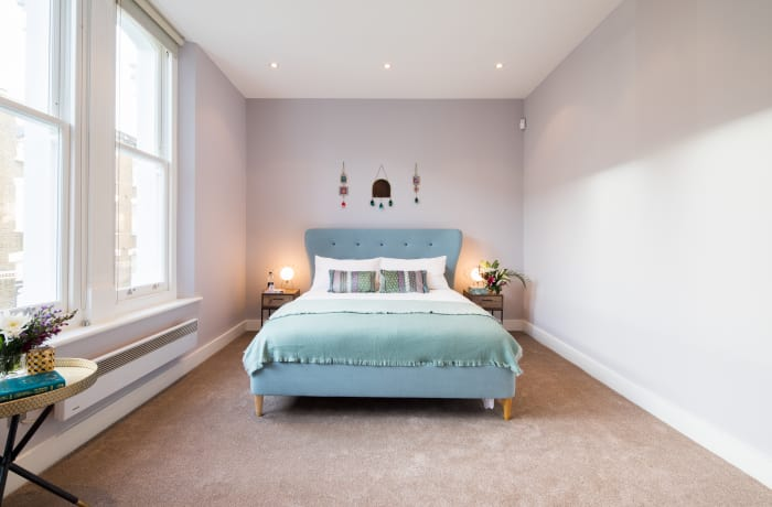 Spacious bedroom at Notting Hill Serviced Apartments - Citybase Apartments
