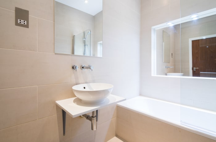 Modern bathroom at Notting Hill Serviced Apartments - Citybase Apartments