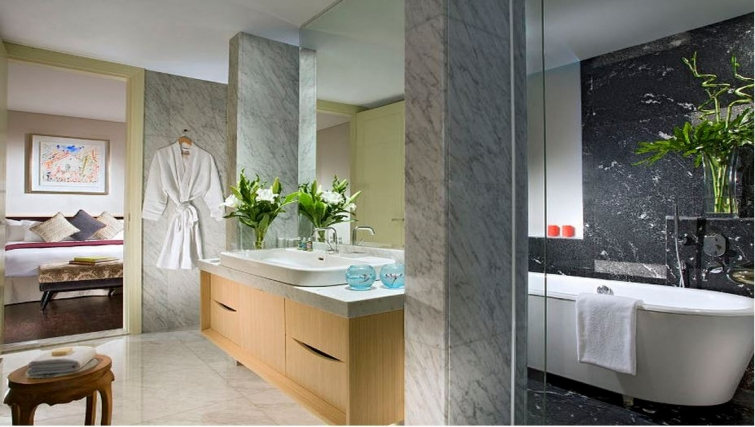 Modern bathroom in Ascott Raffles Place Singapore Apartments, Singapore - Citybase Apartments