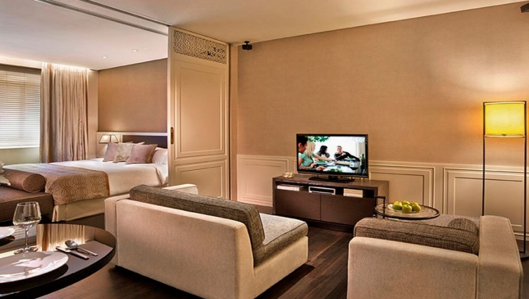 Living area in Ascott Raffles Place Singapore Apartments, Singapore - Citybase Apartments