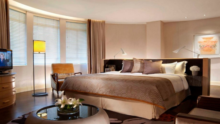 Gorgeous bedroom in Ascott Raffles Place Singapore Apartments, Singapore - Citybase Apartments