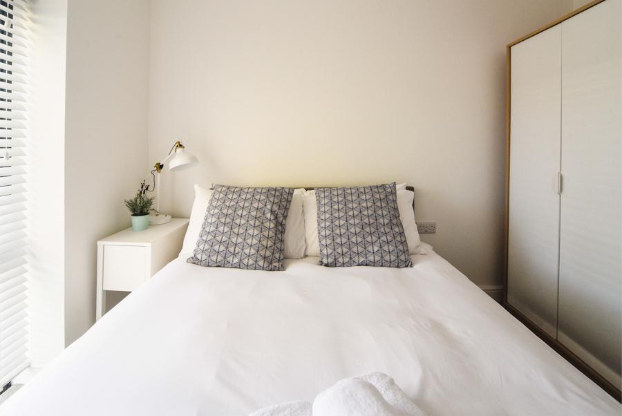 Double bed at Hamilton Lodge - Citybase Apartments