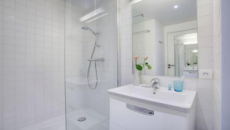 Simple bathroom in Citadines Castellane Apartments - Citybase Apartments