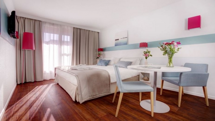 Cosy bedroom in Citadines Castellane Apartments - Citybase Apartments