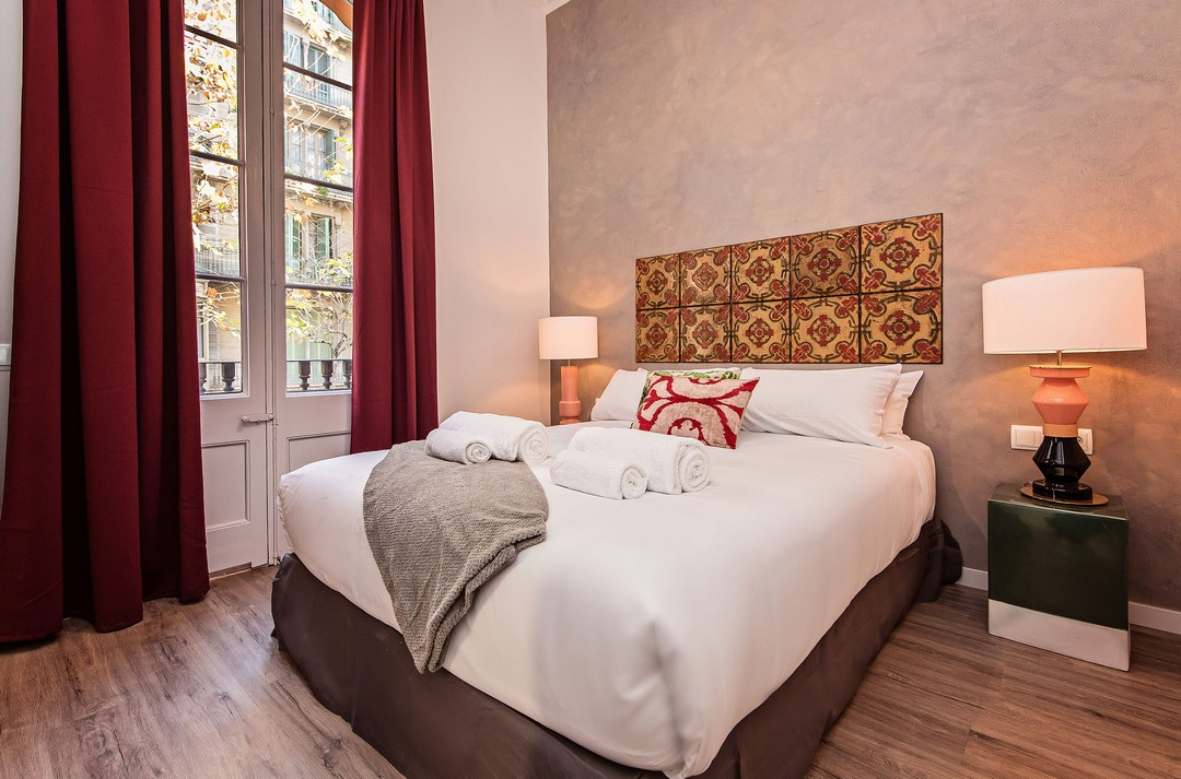 Double bed at La Pedrera - Paseo de Gracia Apartment - Citybase Apartments