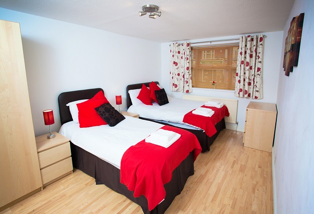 Twin beds at Beaufort Court Apartments - Citybase Apartments
