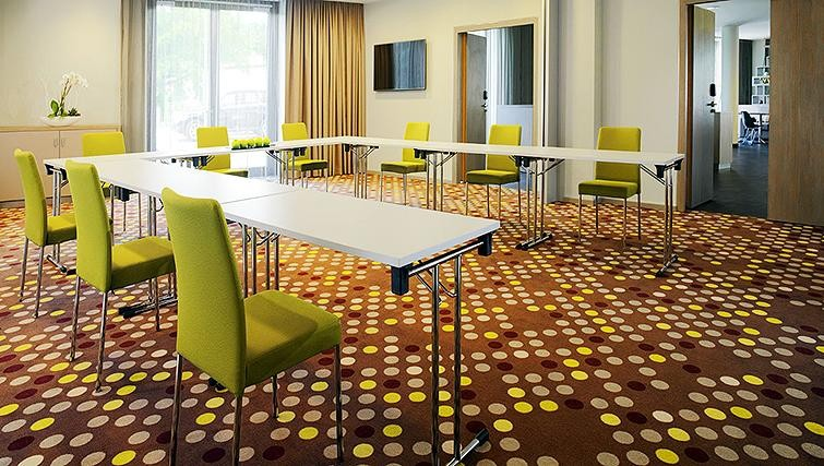 Meeting room at Element Frankfurt Airport Apartments - Citybase Apartments