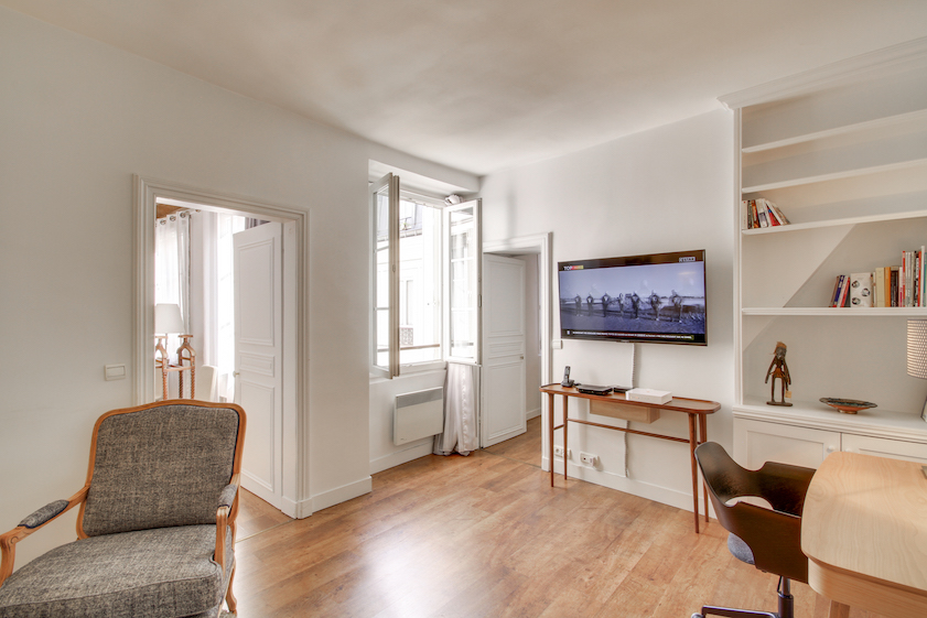 Dining table at Rue Jean-Jacques Rousseau Apartment - Citybase Apartments