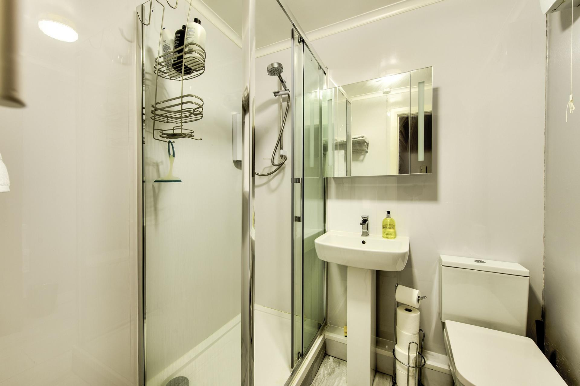 Bathroom at Damside Serviced Apartment - Citybase Apartments