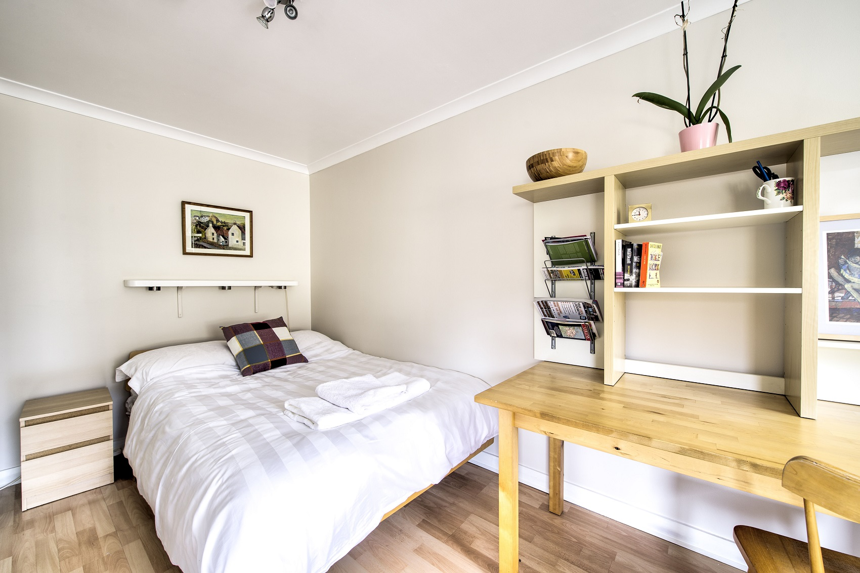 Cosy bed at Damside Serviced Apartment - Citybase Apartments