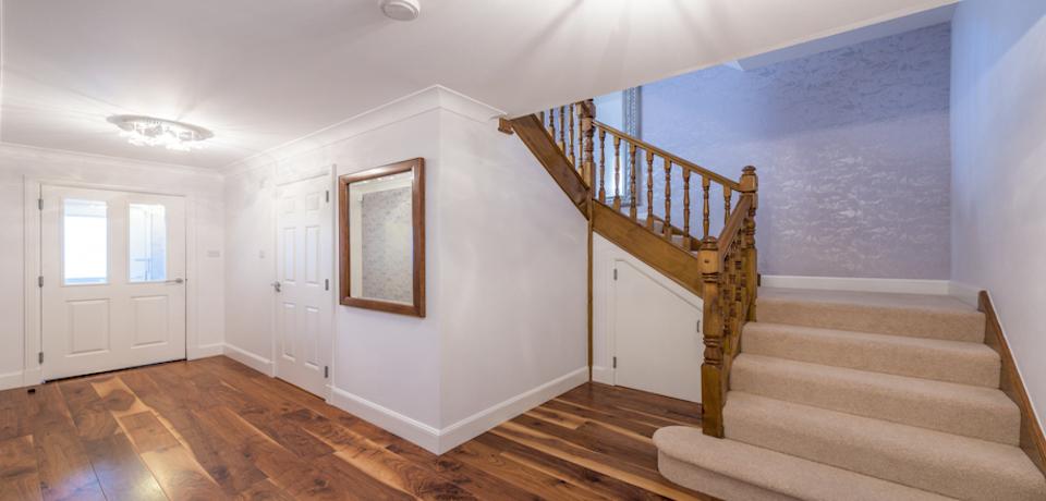 Hallway at Woodlands Terrace - Citybase Apartments