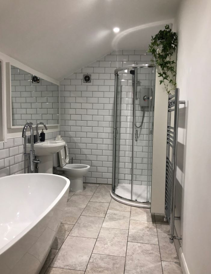 Shower at Upper Crown Street Apartments - Citybase Apartments