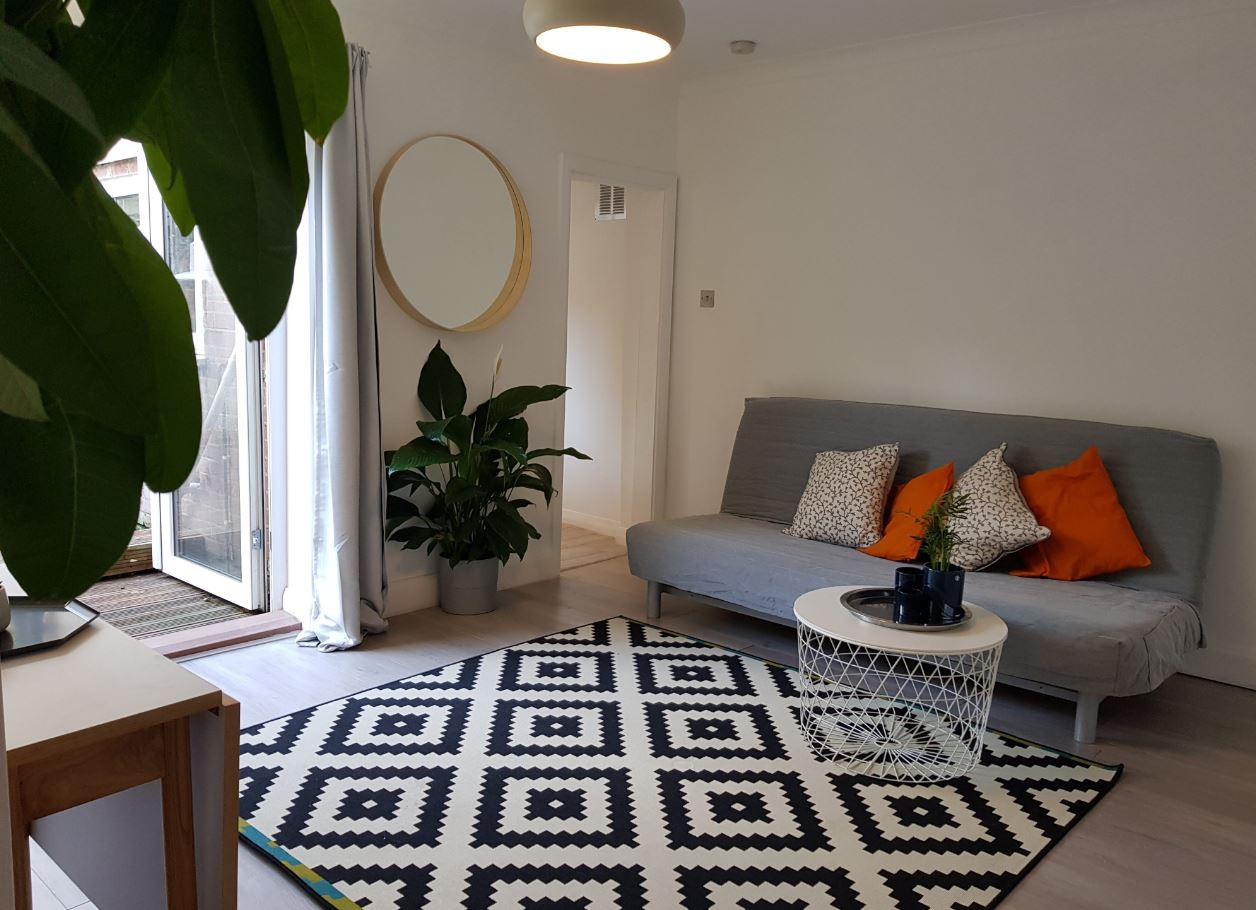 Living room at Upper Crown Street Apartments - Citybase Apartments