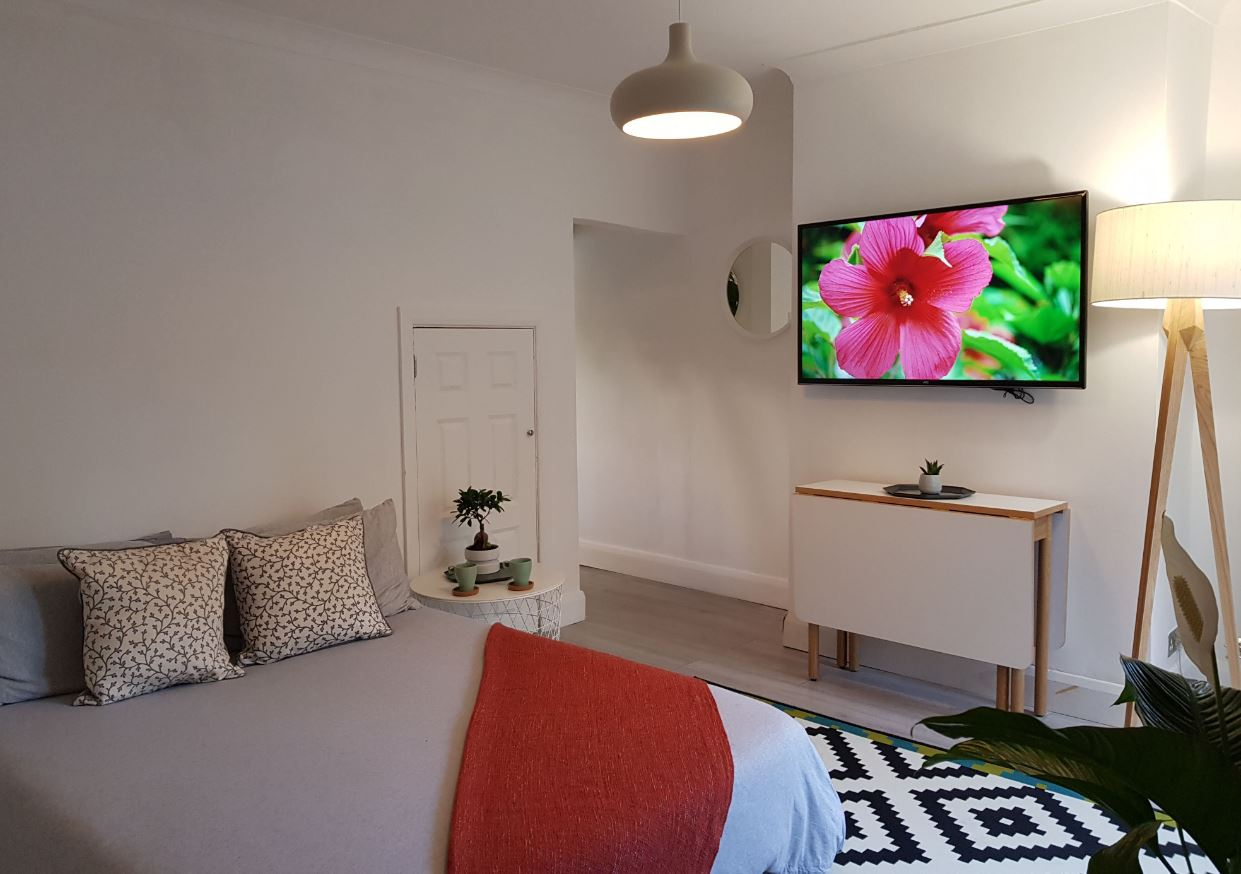 Spacious bedroom at Upper Crown Street Apartments - Citybase Apartments