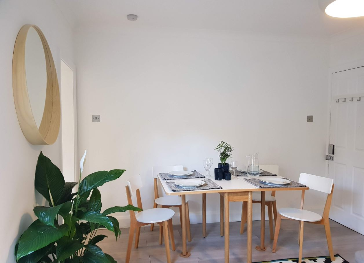 Dining area at Upper Crown Street Apartments - Citybase Apartments