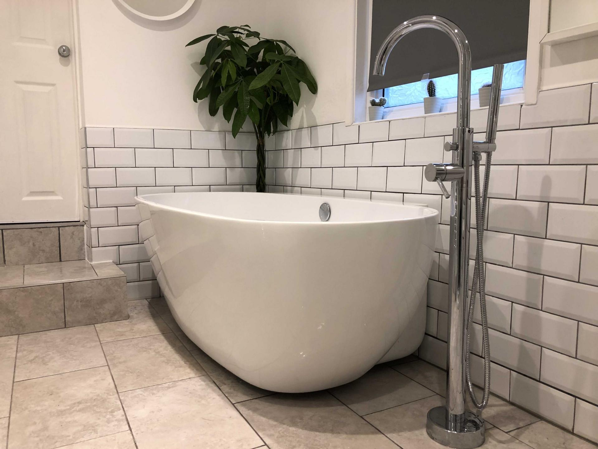 Bath at Upper Crown Street Apartments - Citybase Apartments