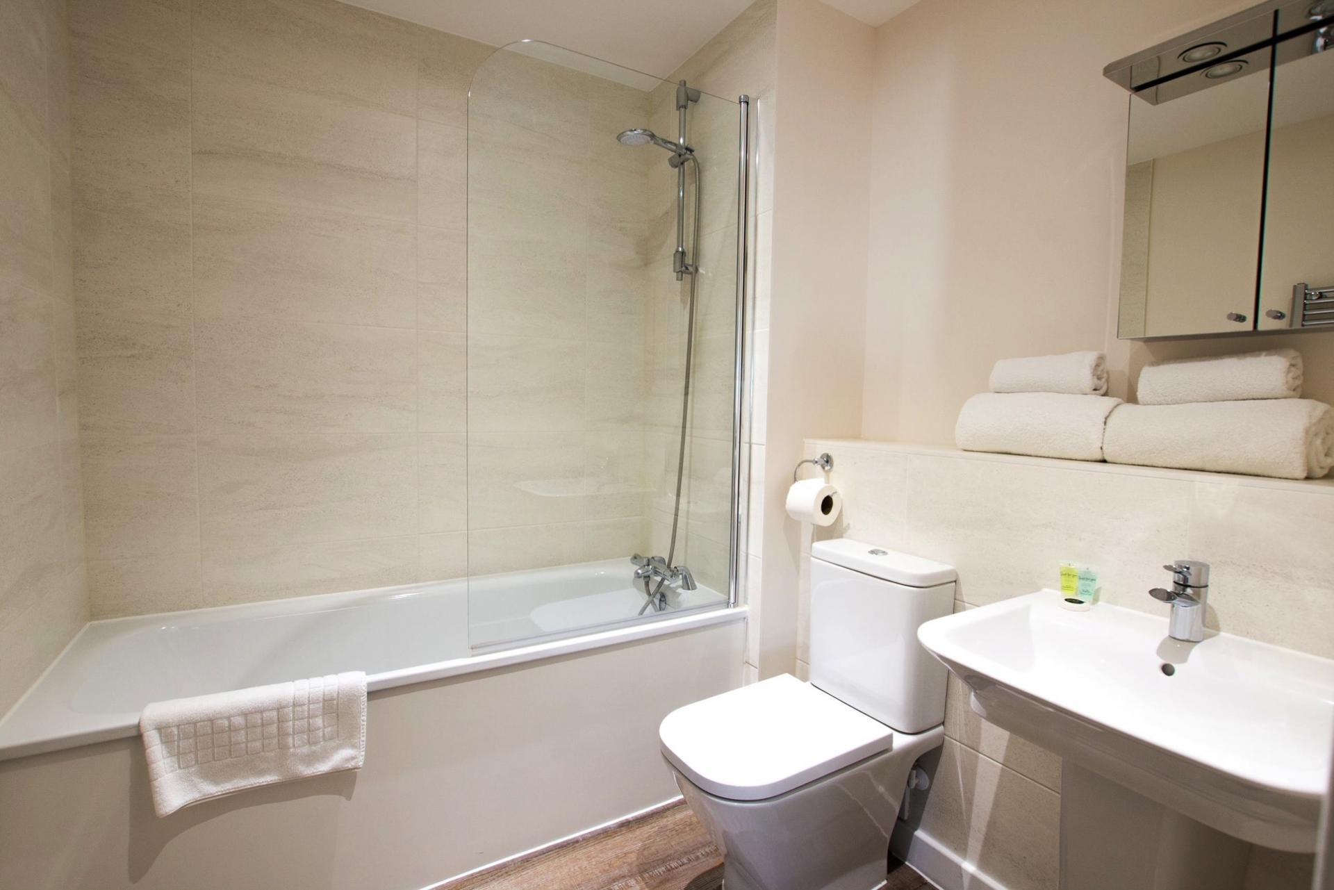 Bath at Charles Hope Southampton City Apartments - Citybase Apartments