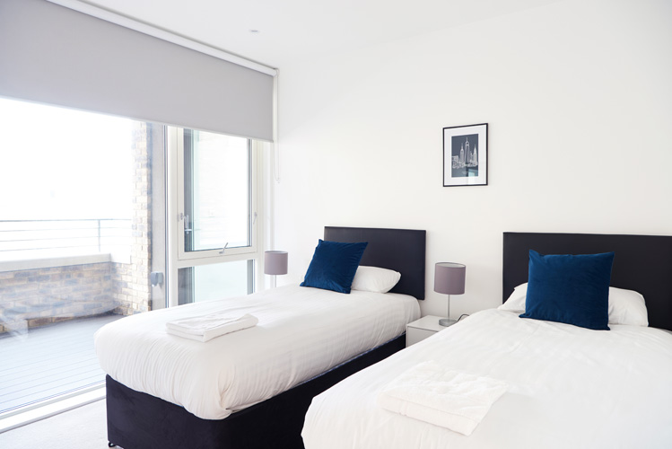 Twin beds at Canada Water Apartments - Citybase Apartments