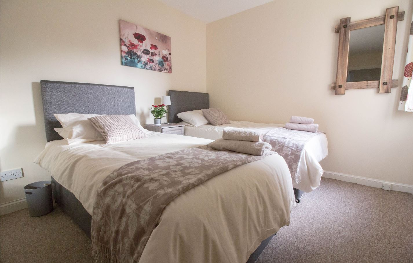Twin beds at South Groathill Serviced Apartment - Citybase Apartments