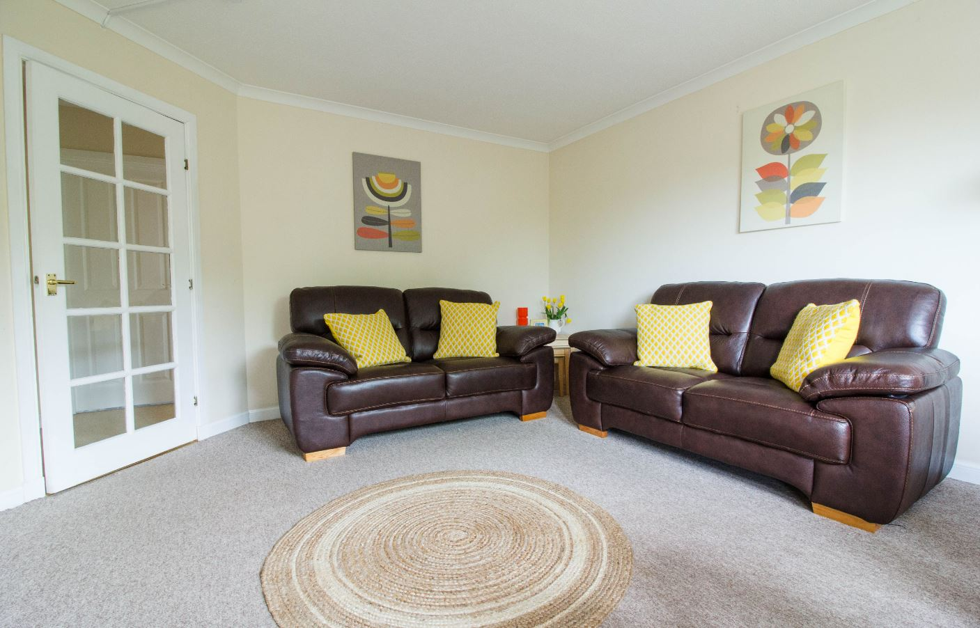 Spacious living room at South Groathill Serviced Apartment - Citybase Apartments