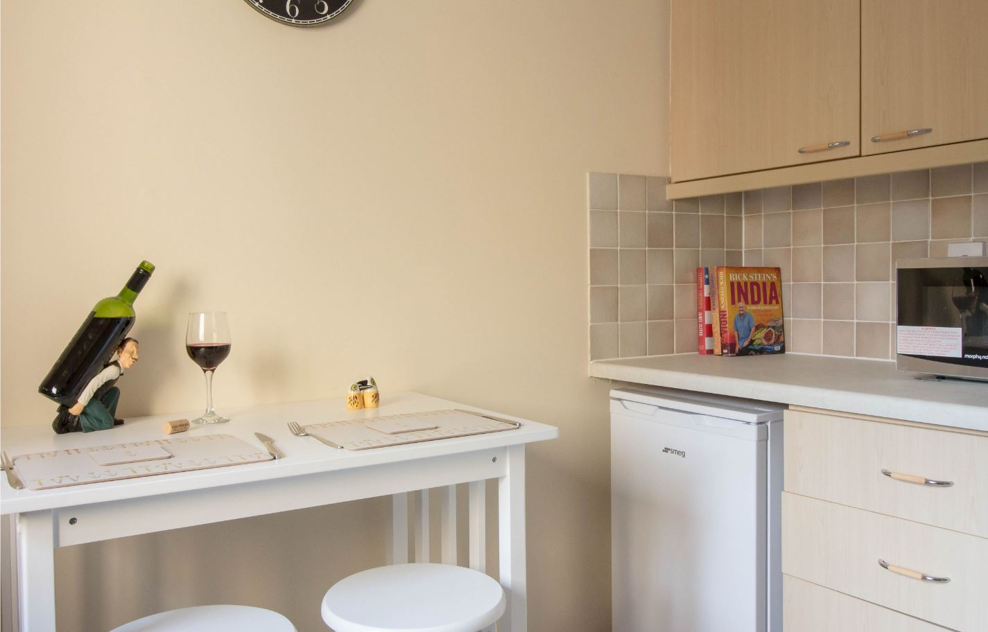 Dining area at South Groathill Serviced Apartment - Citybase Apartments