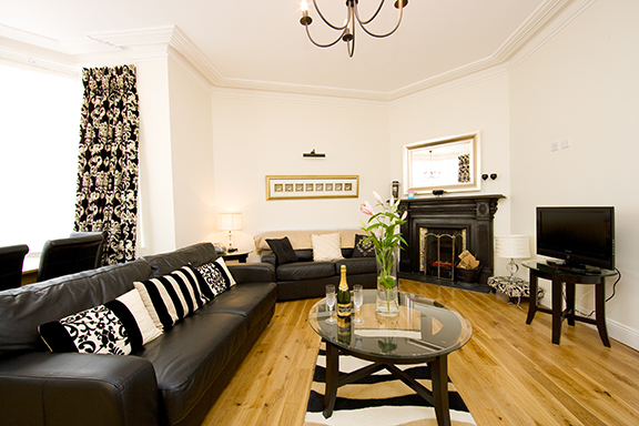 Living room at Tyrconnell Road Apartments - Citybase Apartments