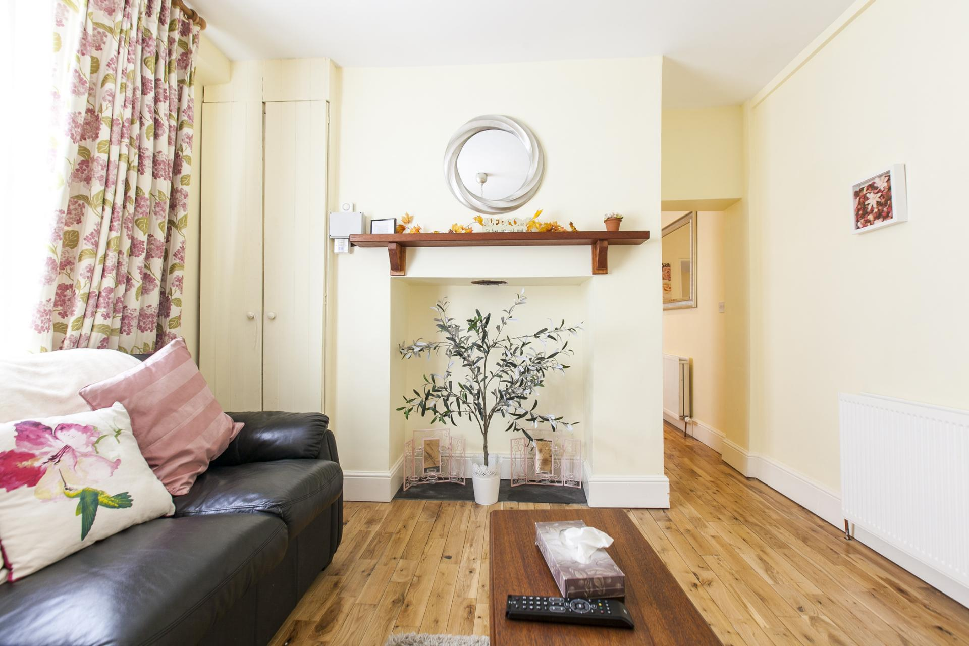 Charming lounge at Tyrconnell Road Apartments - Citybase Apartments