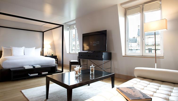 Bedroom at La Reserve Paris Apartments - Citybase Apartments