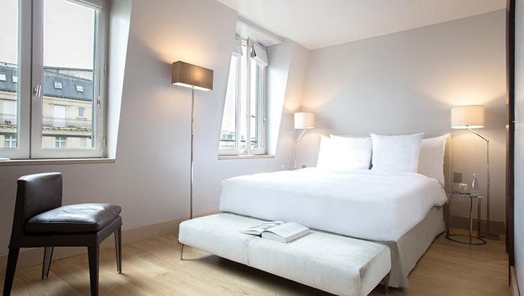 Double bed at La Reserve Paris Apartments - Citybase Apartments