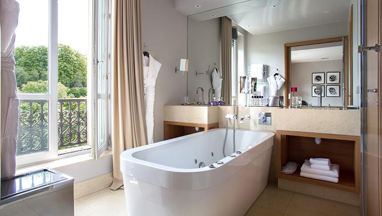Bathroom at La Reserve Paris Apartments - Citybase Apartments