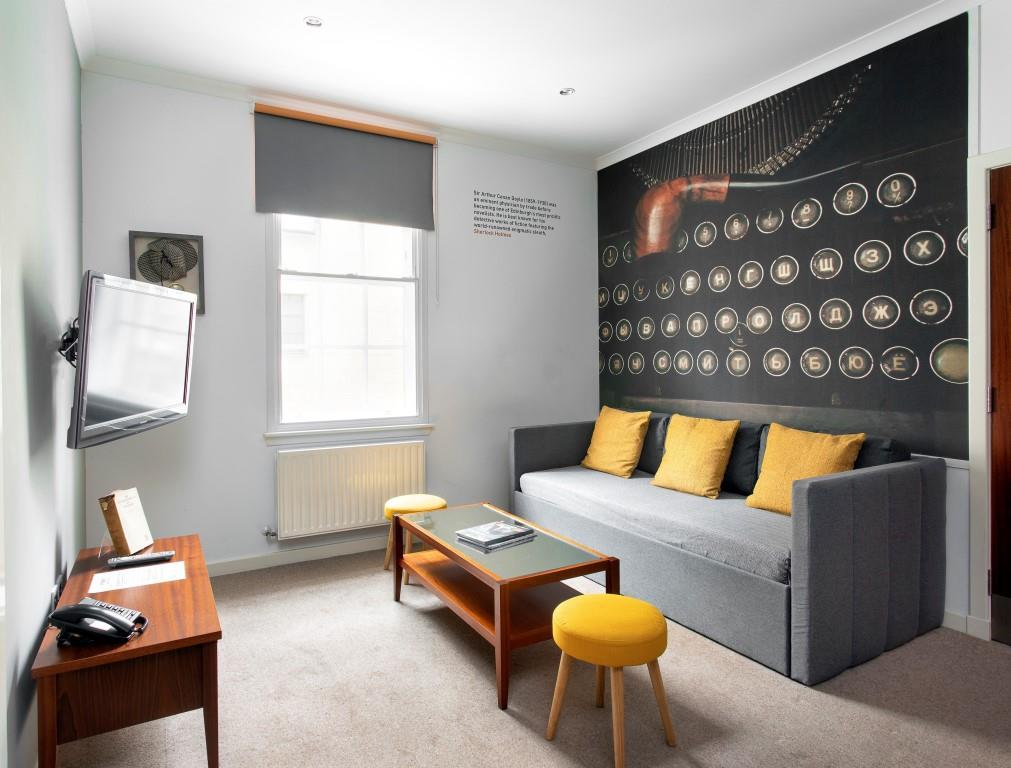 Living room at Stewart Aparthotel, Centre, Edinburgh - Citybase Apartments