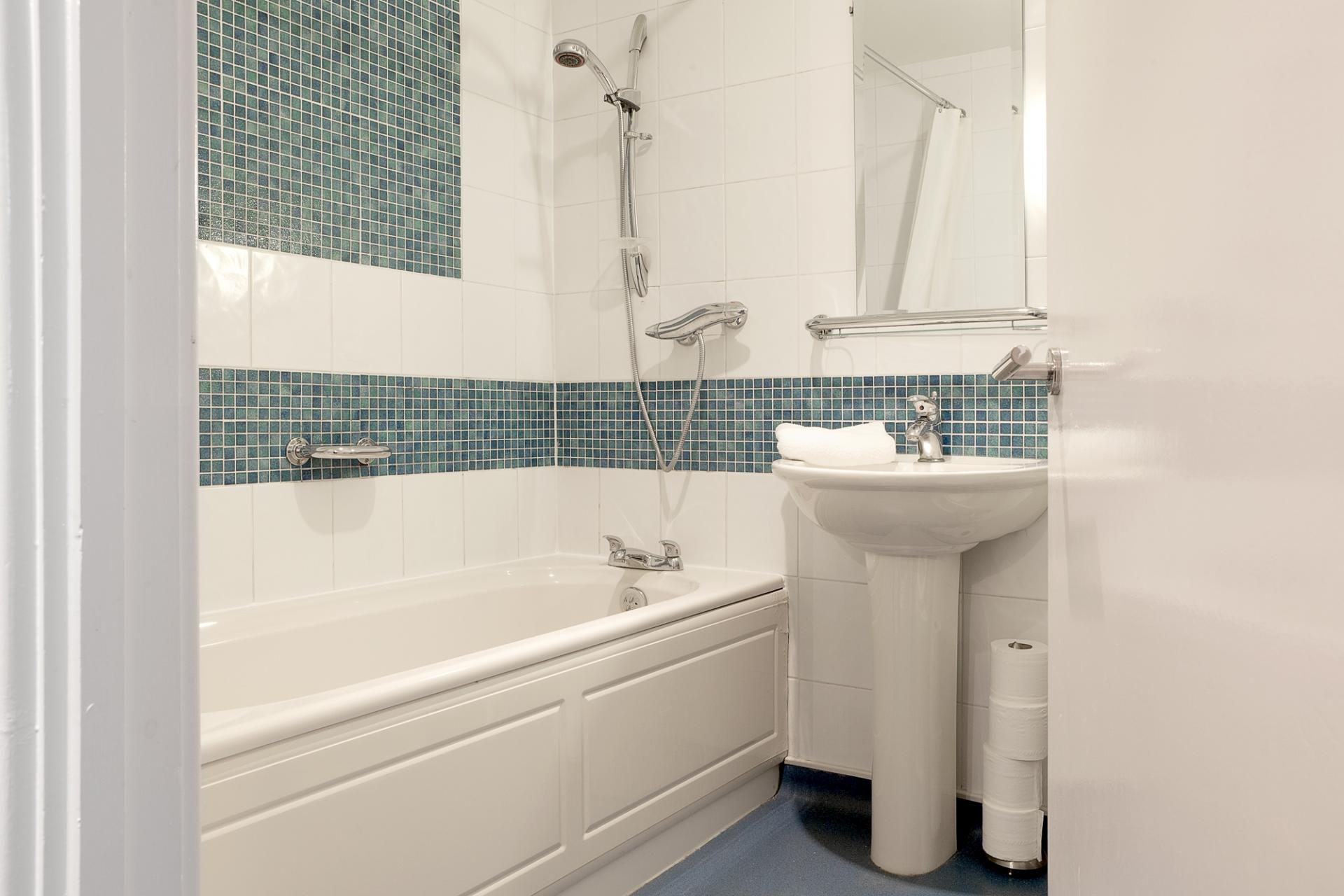 Bath at Pilcher Gate Serviced Apartments - Citybase Apartments