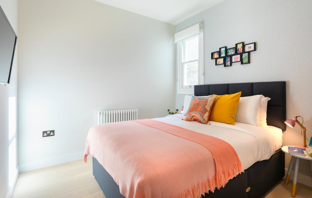 Spacious bedroom at Kensington High Street Serviced Apartments - Citybase Apartments