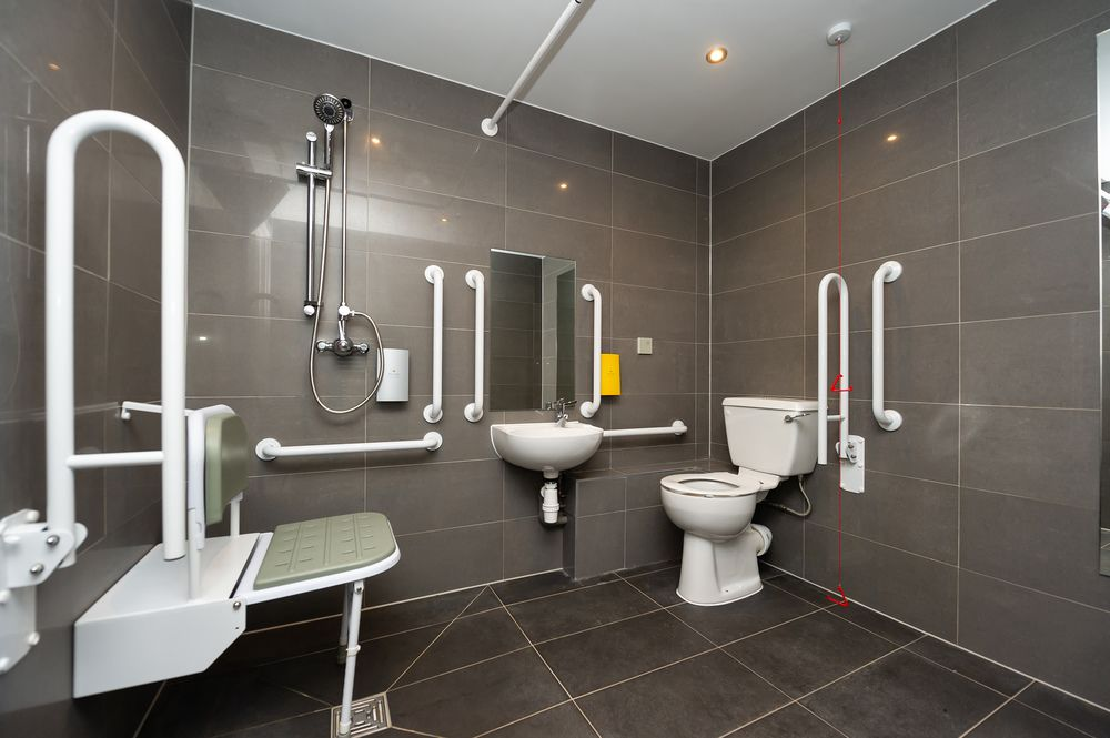 Accessible bathroom Staycity Aparthotels Paris Marne La Vallee, Centre, Bailly-Romainvilliers - Citybase Apartments
