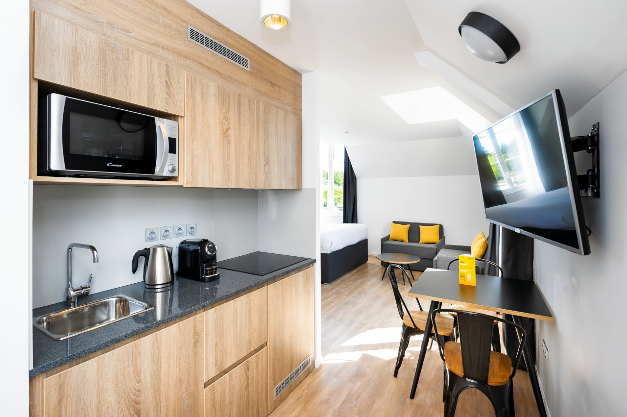 Open-plan kitchen diner at Marne La Vallee Aparthotel, Centre, Bailly-Romainvilliers - Citybase Apartments
