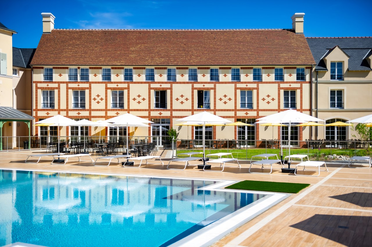 Swimming pool at Marne La Vallee Aparthotel, Centre, Bailly-Romainvilliers - Citybase Apartments