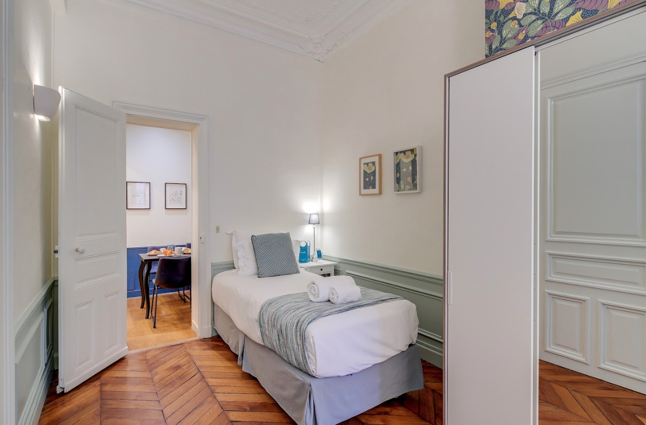Single bed at Messine Apartment - Citybase Apartments