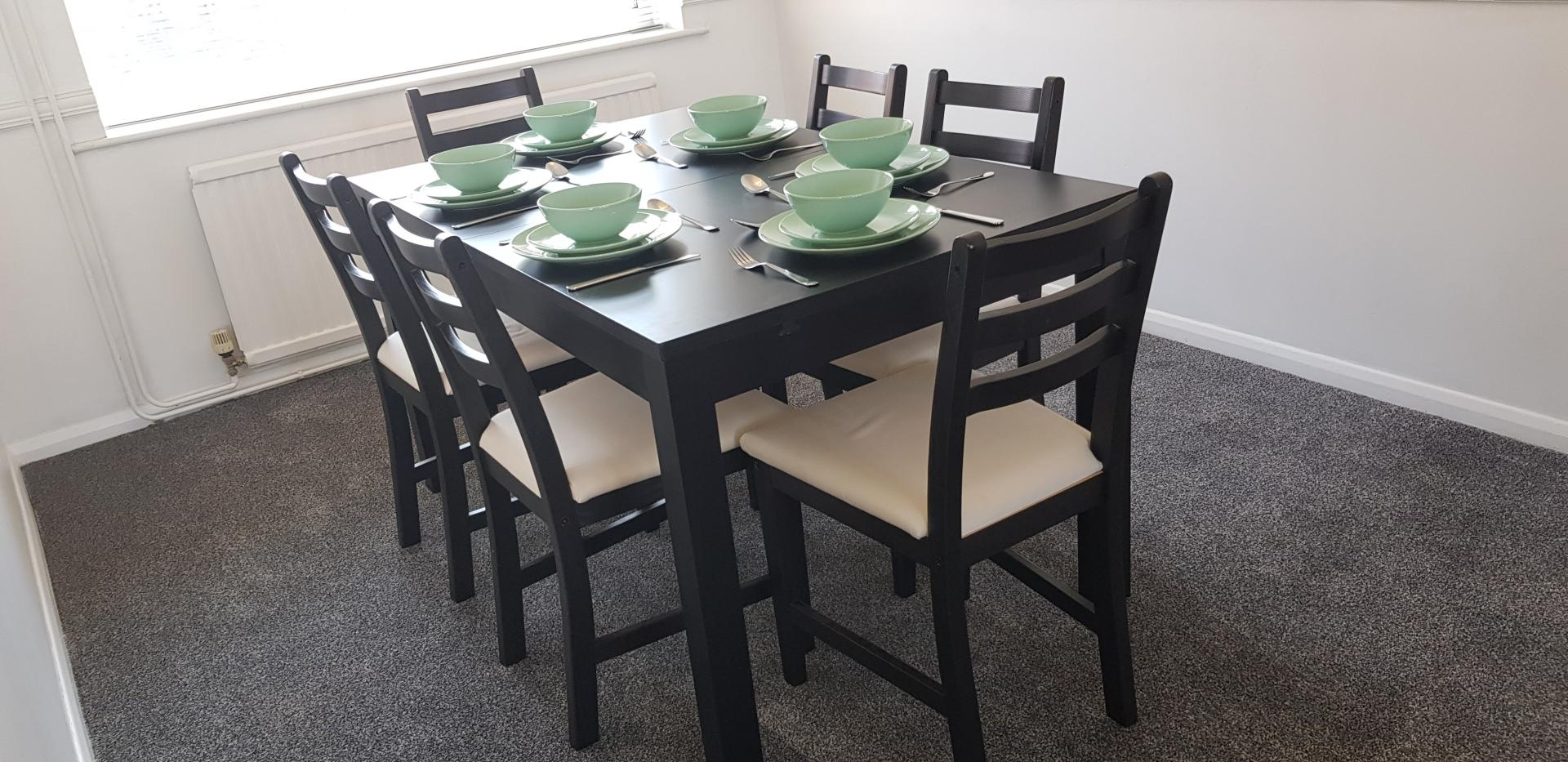 Dining area at Mapelwell House - Citybase Apartments