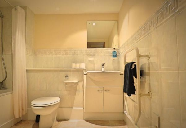 Bathroom at West Point Apartment - Citybase Apartments