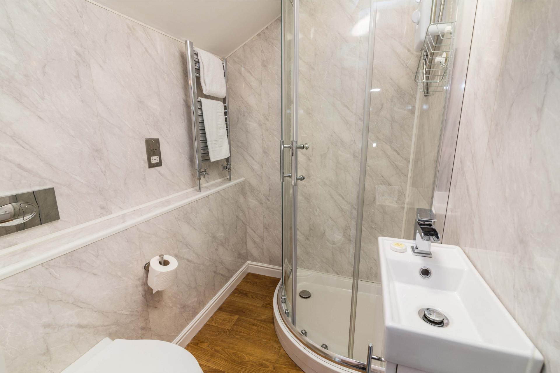 Shower at Salisbury Street House - Citybase Apartments