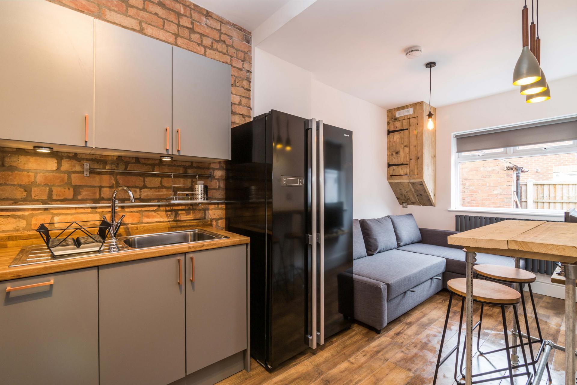 Fridge at Salisbury Street House - Citybase Apartments