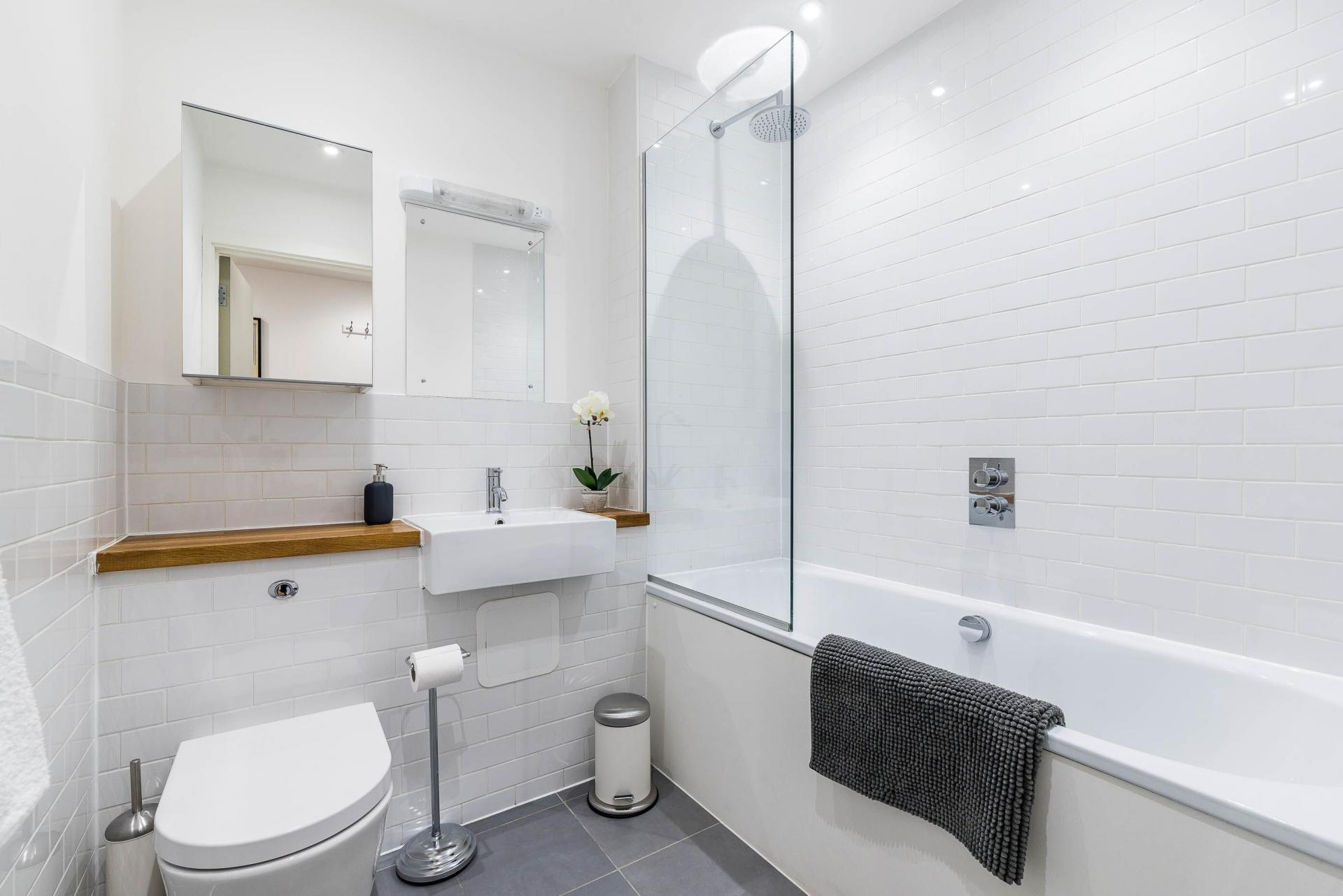 Bathroom at Vibrant Vauxhall Apartments - Citybase Apartments