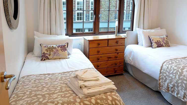 Twin beds at Blake Mews Apartments - Citybase Apartments