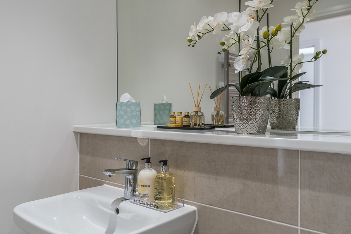 Modern bathroom at Deanery Court Apartments - Citybase Apartments