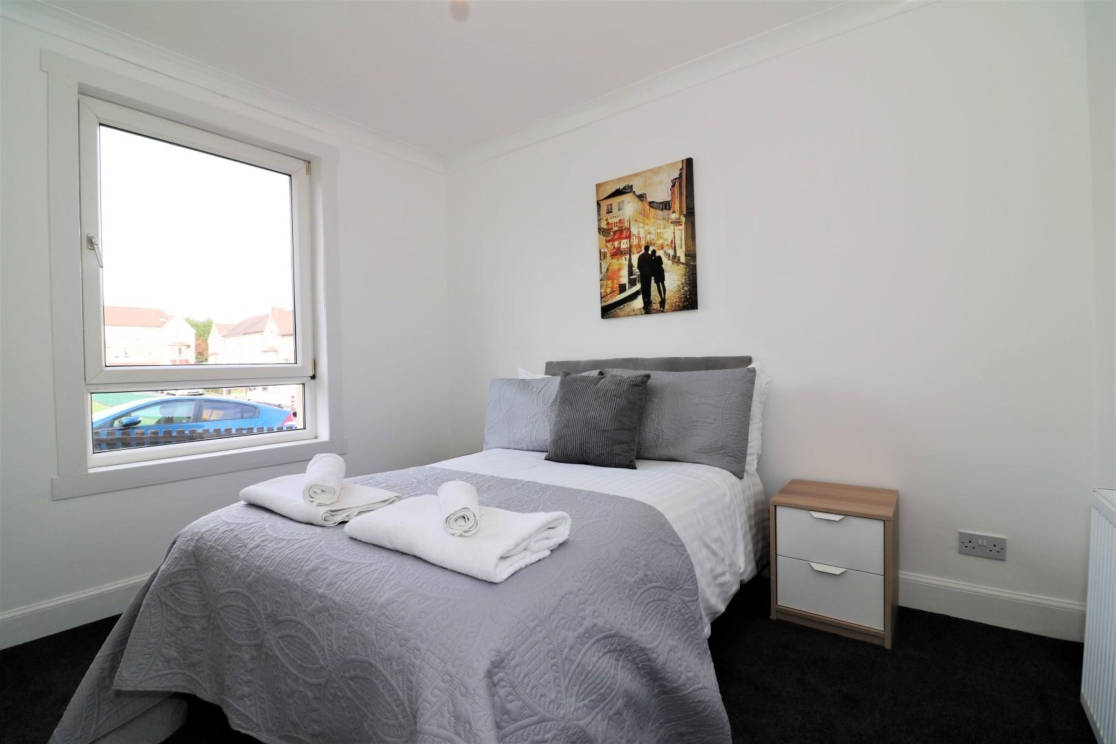 Cosy bedroom at Gartlea House - Citybase Apartments