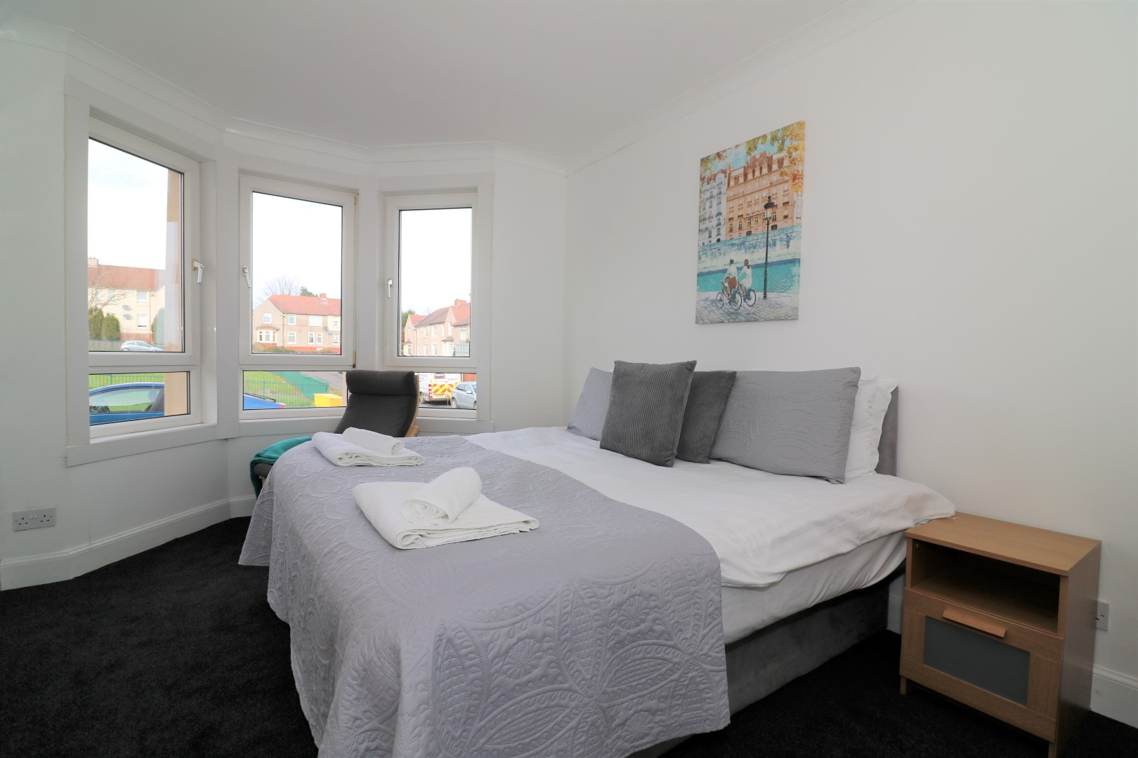 Large bed at Gartlea House - Citybase Apartments